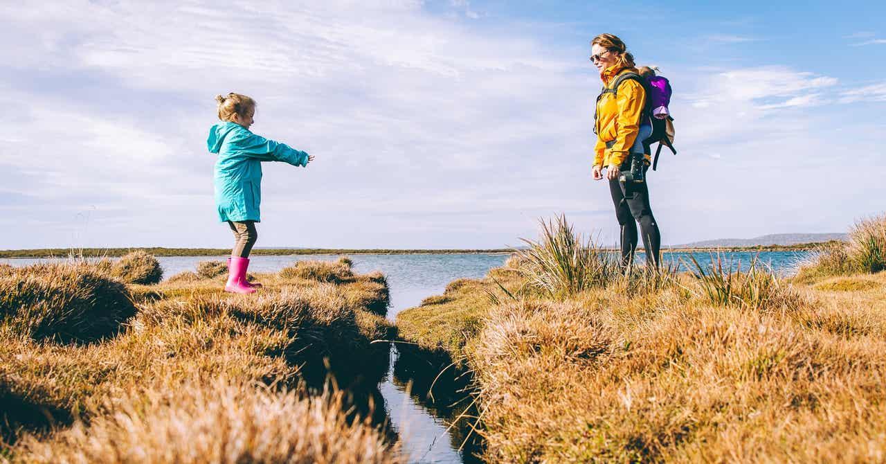 Tips Aman Traveling Bersama Anak